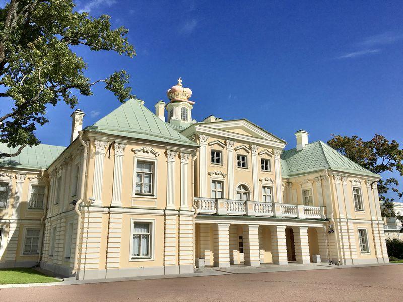 宮殿と自然の景色を堪能!サンクトペテルブルク郊外ロモノーソフへ