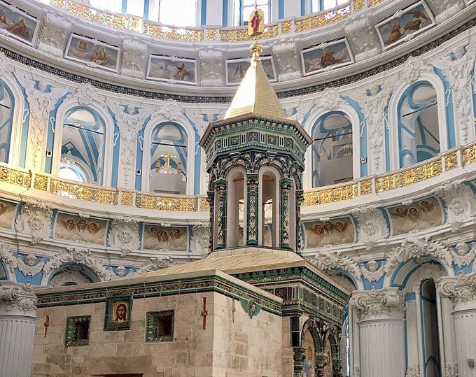 荘厳な修道院 内部はまさにエルサレム!