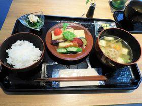 自然食と工芸品のコラボ!「鎌倉彫会館 CAFE&SHOP 倶利」