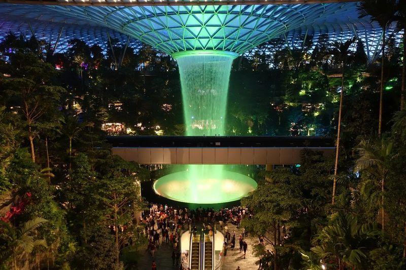 空港直結!シンガポール「ジュエル(Jewel)」観光からお土産探しまで