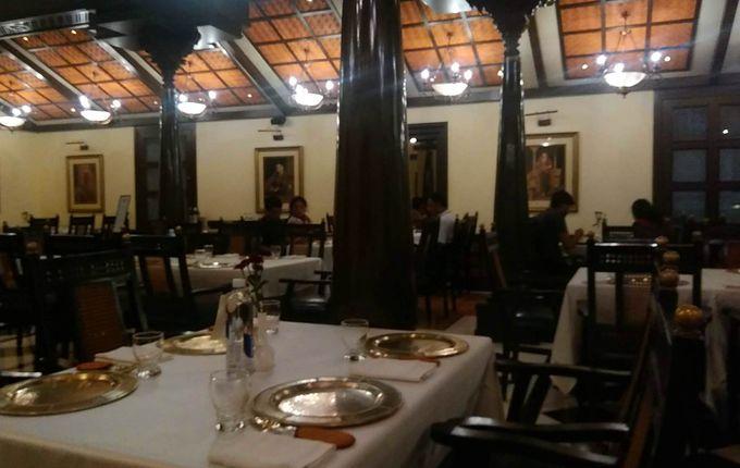 ホテル内の高級レストランで味わうリッチな南インド料理