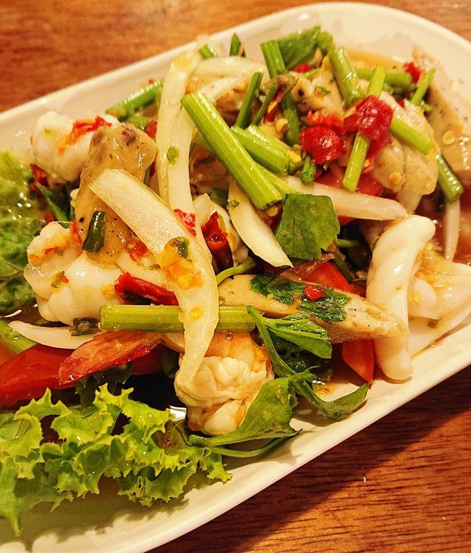 リーズナブルで使い勝手のいい東北タイ料理店