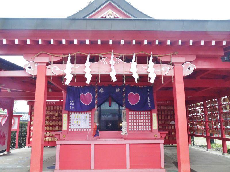 福岡の恋木神社はピンクでハートだらけ!日本でここだけの恋の神様