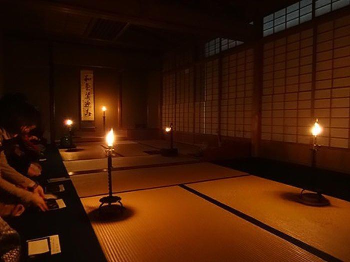高台寺の夜咄(よばなし)茶会で、しっとりと冬の大人の京都旅