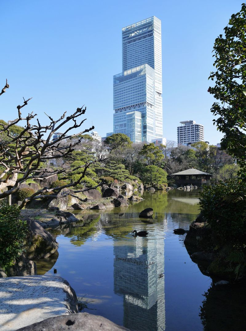 「逆さハルカス」が見られる唯一の場所!大阪・天王寺公園