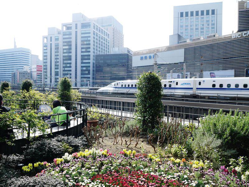 鉄子・鉄男・お子ちゃまに捧ぐ!東京駅発着の新幹線が見える屋上庭園