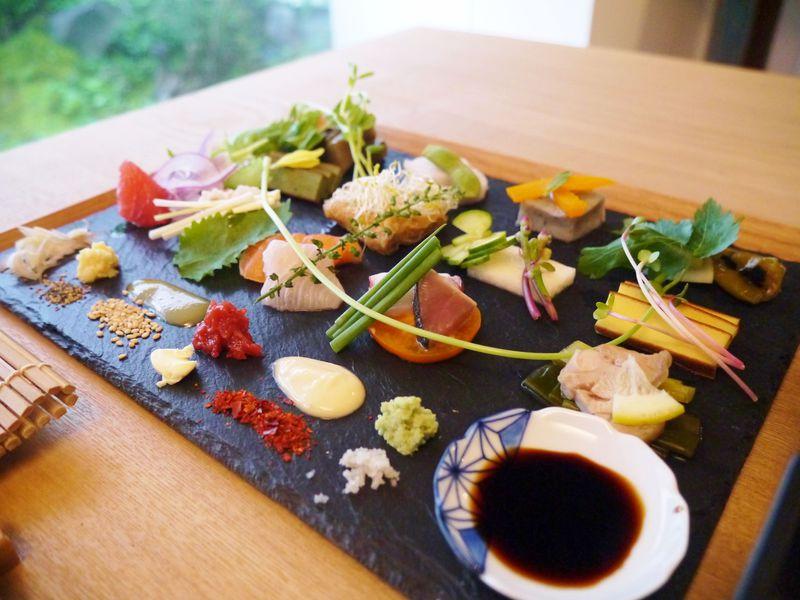 カラフルでフォトジェニック!手織り寿司が京都でブーム