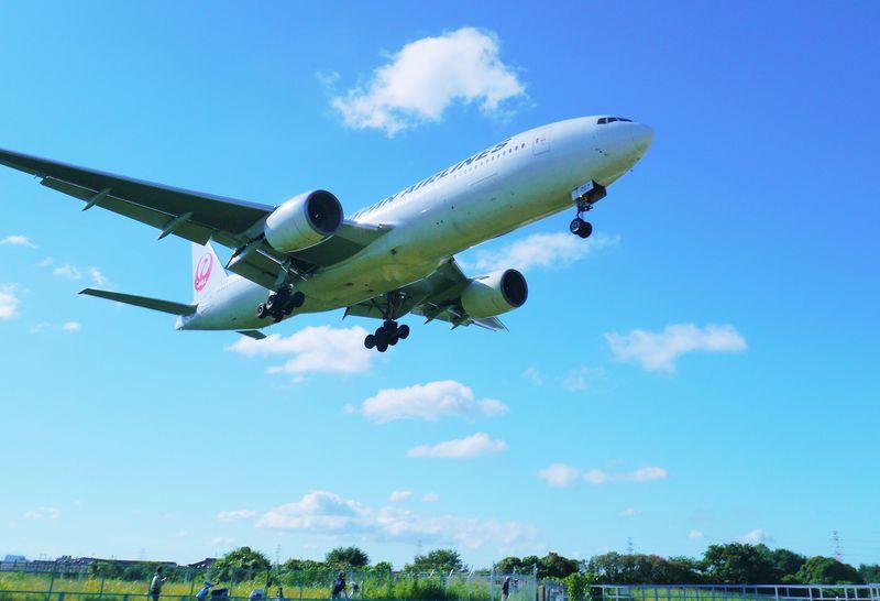 千里川土手へレンタサイクルでGO!伊丹空港の飛行機が頭上に見える32Lエンド