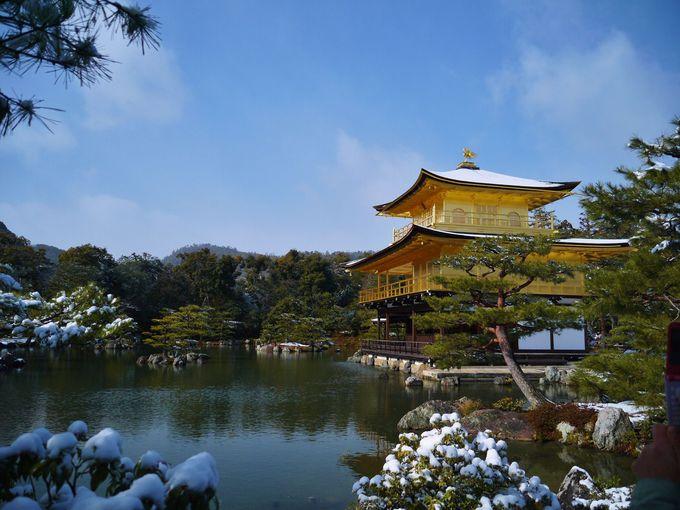 雪の金閣は特別!早起きしてでも絶対に逃したくない「雪の金閣寺」(京都)
