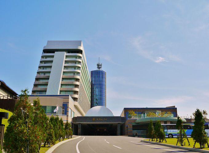 高台にそびえるリゾートホテル