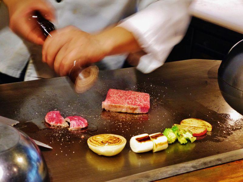 海外からも大注目の神戸牛・三宮「志ん」のランチが安ウマ!