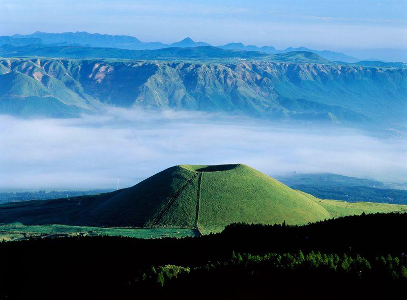 まるで緑のビロード!熊本・阿蘇で絶対見るべき絶景5選