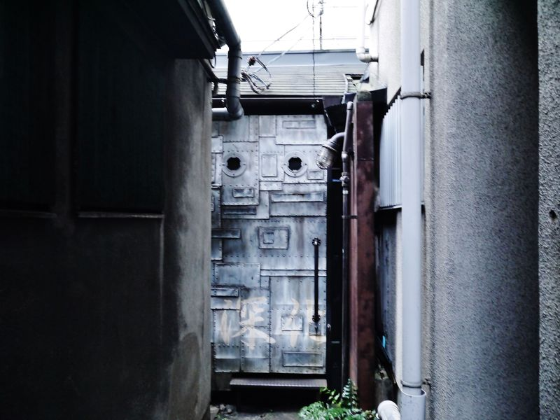 扉を開けると異世界…超マニアック!大阪・潜水艦バー「深化」