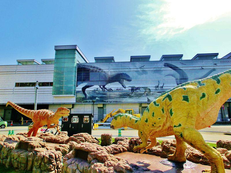 福井駅が恐竜に占領!?恐竜王国・福井県でジュラシック気分