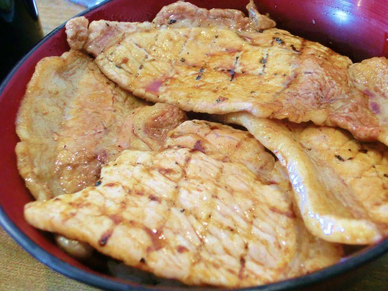 炭焼豚丼「空海」は新千歳空港・札幌間を途中下車してでも食べたい!