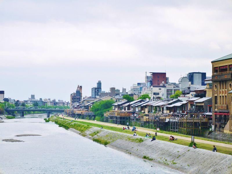 京都の川床(納涼床)が楽しめるスタバ「スターバックス京都三条大橋店」