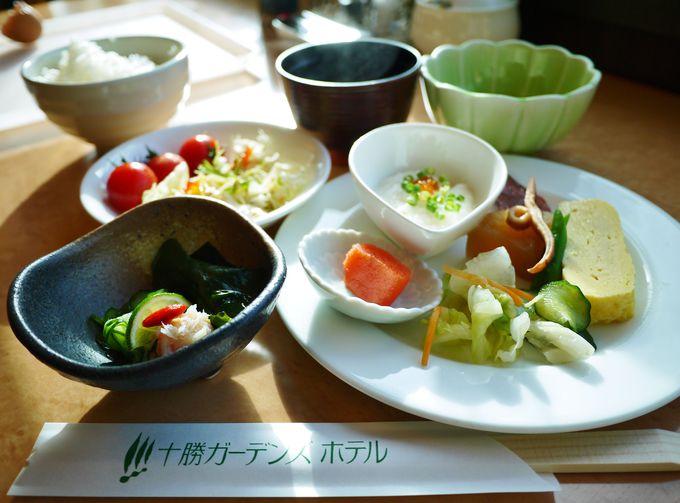 地元の食材が嬉しい和洋朝食