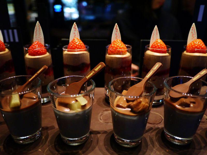 オトナの黒いデザートブッフェ「セント レジス ホテル 大阪」