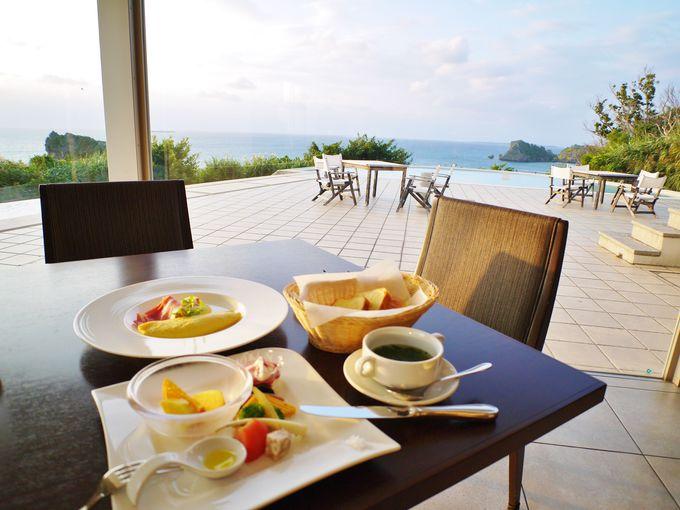 海の見えるレストランでの朝食