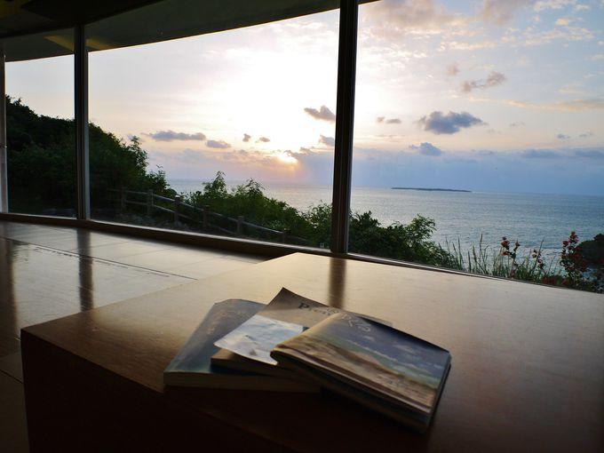 海の上の高台に建つリゾートホテル