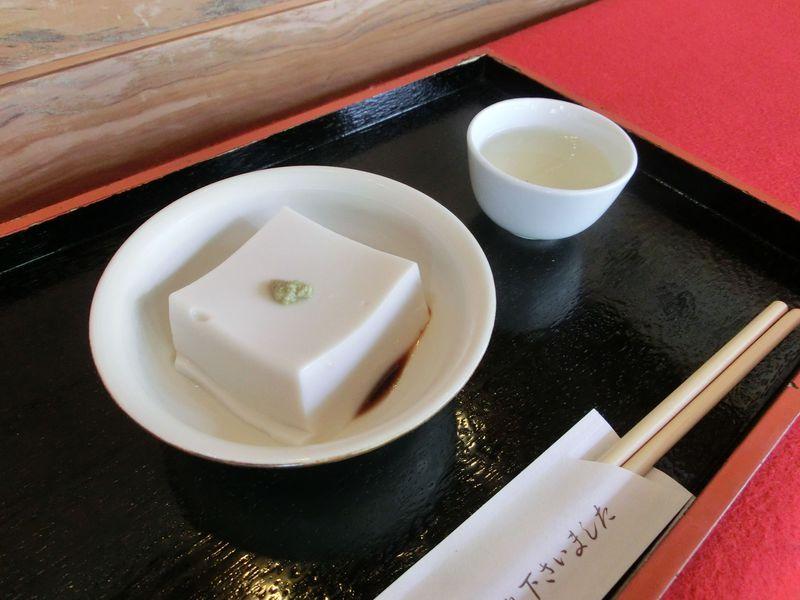高野山に来たなら「ごま豆腐」を買って帰ろう