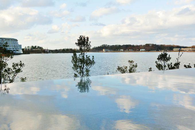 空と湖と一体になる!インフィニティ風呂