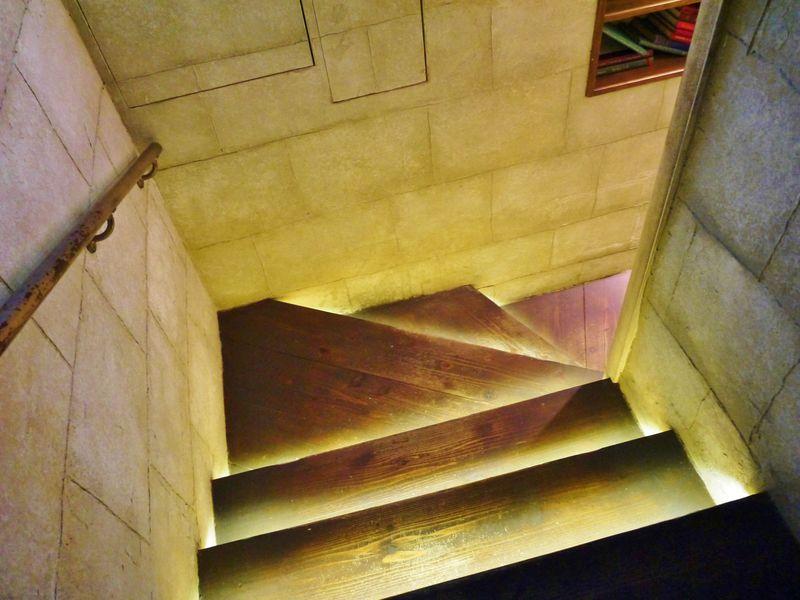 「エンジェルライブラリー」の秘密の扉にドッキドキ!京都・マリベルの地下カフェ
