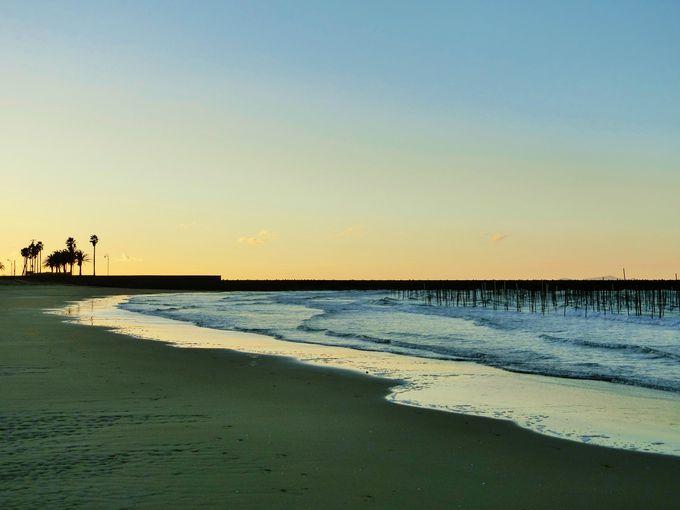 ピンクに染まる砂時計の海岸