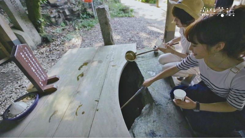 紙コップを使った恋の水神社独特のお参り方法