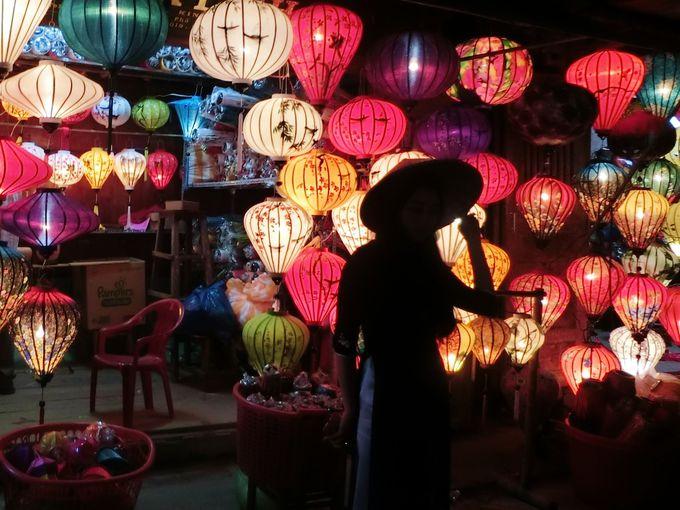 1.幻想的なランタンが美しい「ベトナム」