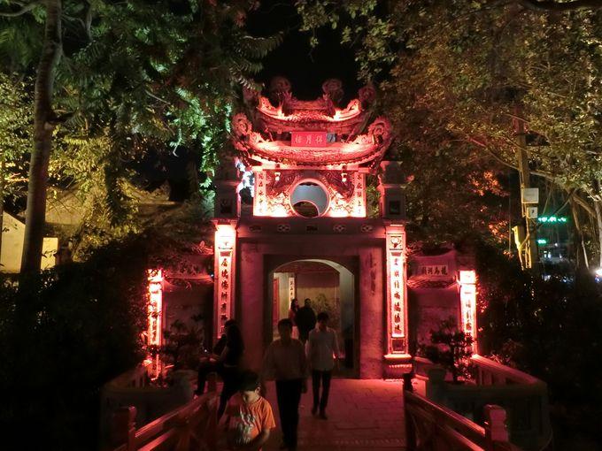 1日目夜:ハノイ観光の中心、ホアンキエム湖散策