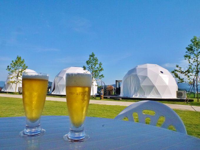 それぞれデザインの異なるテント「グランドーム京都天橋立」