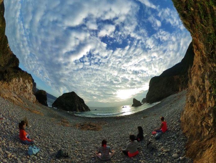 最終日は神秘的な海岸でサンライズメディテーション