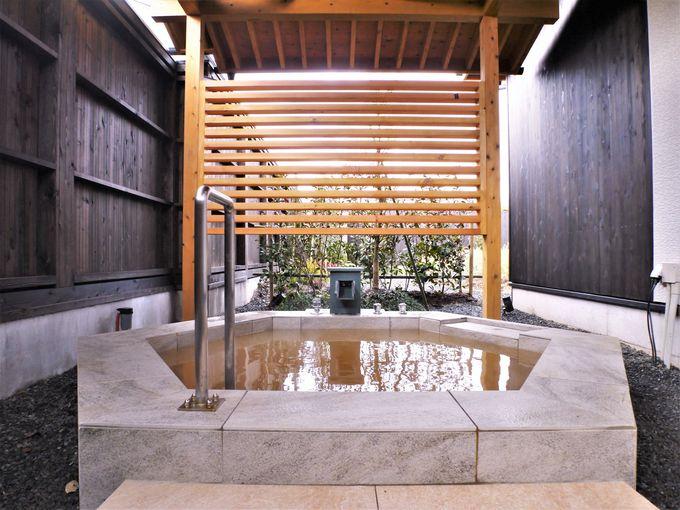 金温泉の大きな露天風呂
