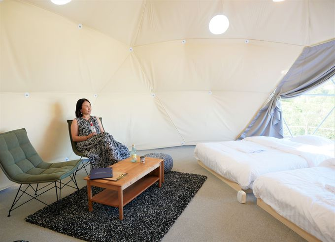 ドームテントのツインルームの内部は…