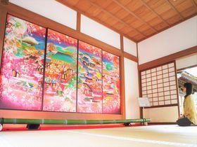 京都・随心院のピンクの襖絵がSNSで話題!