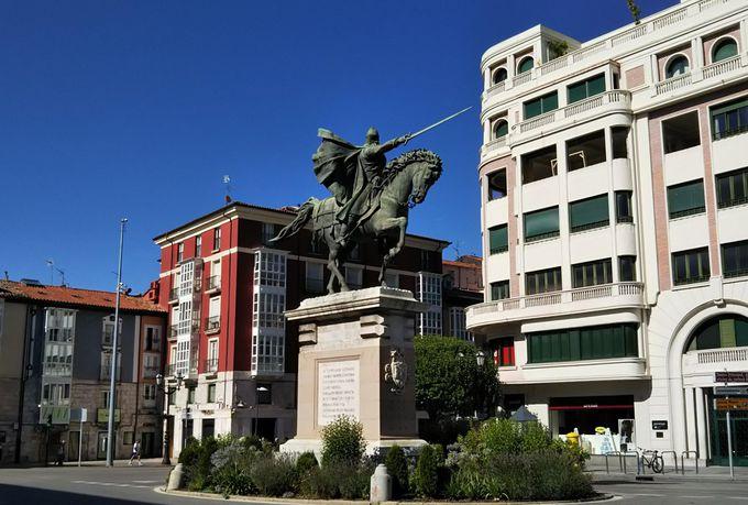 ブルゴスが誇る英雄「エルシッド」と美しい「サンタ・マリア門」