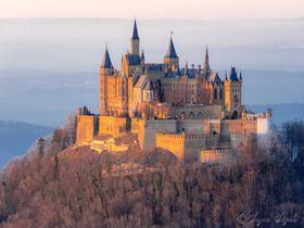 山の頂にそびえ立つ天空の城!ドイツ「ホーエンツォレルン城」