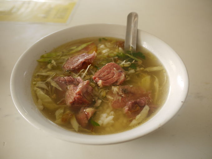 ジョグジャカルタ「ワルン・ソト・パッ・マルト」の牛肉スープ