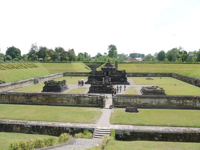火山灰から発掘された「サンビ・サリ寺院」