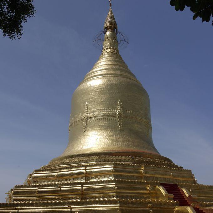 川岸に建つ寺院「ローカナンダー・パヤー」