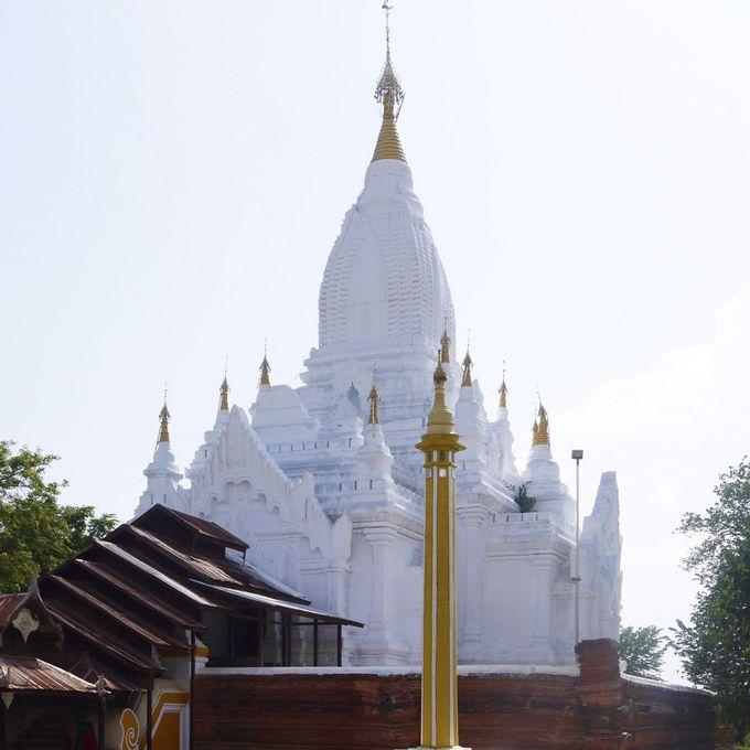 真っ白な塔「レイミャナー寺院」