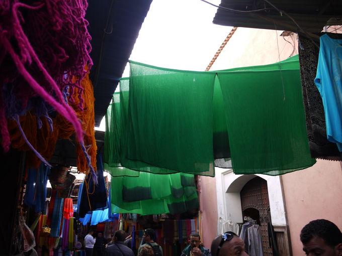 自然な染め色の布製品は暑さ対策にも