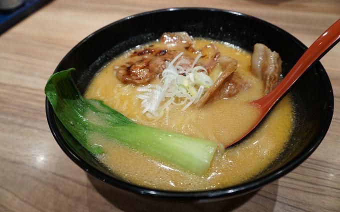 札幌のシンボル・テレビ塔の下で帯広ラーメン「麺屋開高」