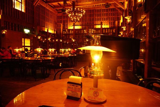 北一硝子のランプの灯りで和む「北一ホール」
