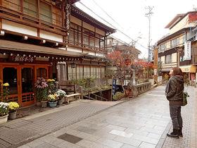 渋・迷宮!北信州「渋温泉」カオスな裏路地探検が魅力