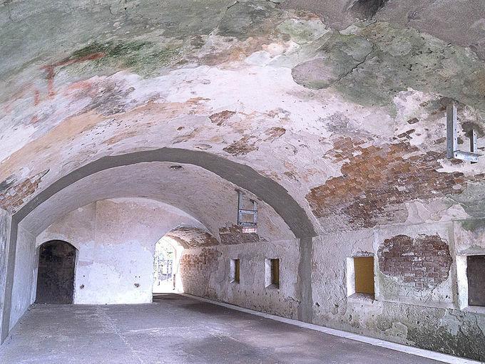 弾薬庫、砲台、ショッカー基地