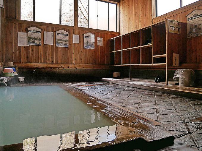 町の共同浴場「地蔵の湯」に入る