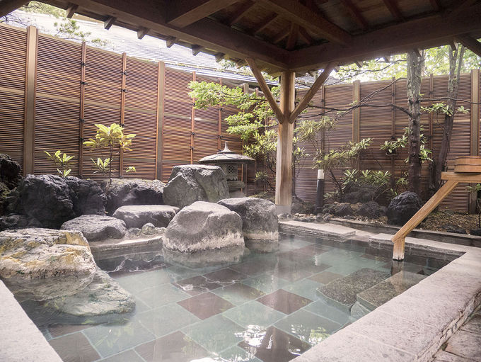 大浴場は露天風呂や休憩所を用意