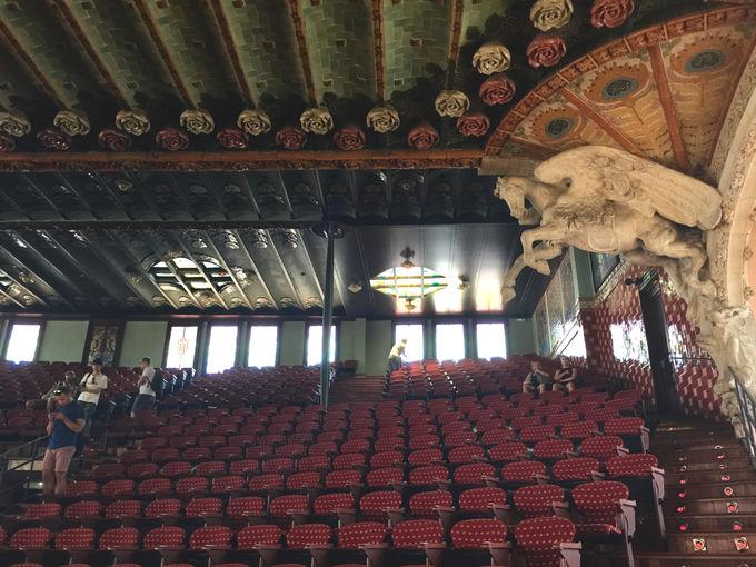 装飾の美しさに圧倒されるコンサートホール